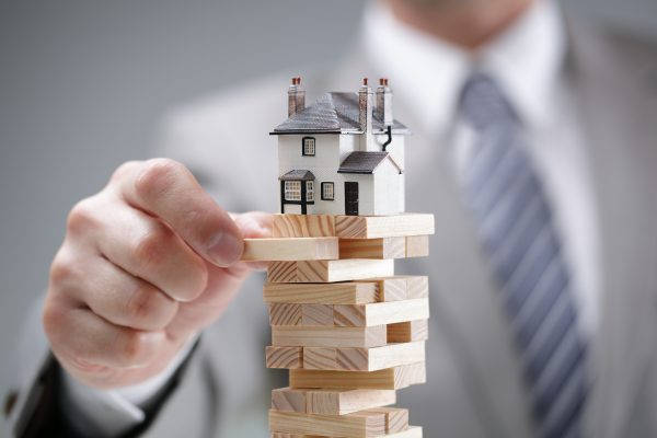Investment risk and uncertainty in the real estate housing marke