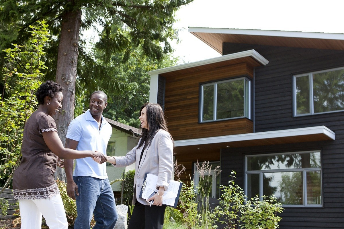 selling and buying a home at the same time