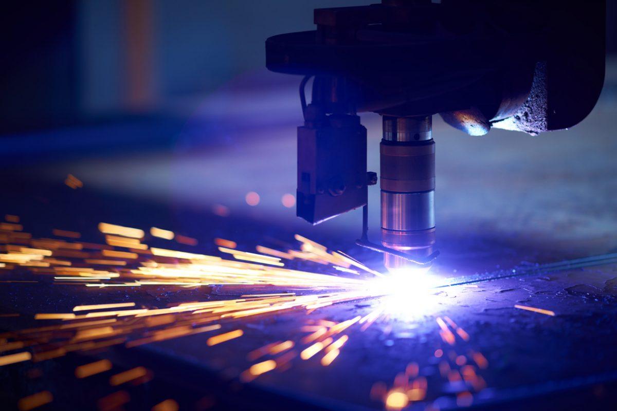 Cutting metal with plasma laser
